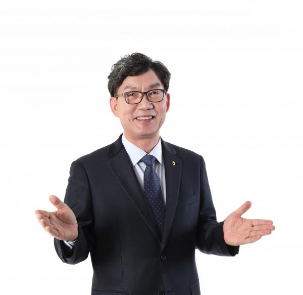 [오늘경제] 3연임 성공한 이대훈 NH농협은행장, 숙제는?
