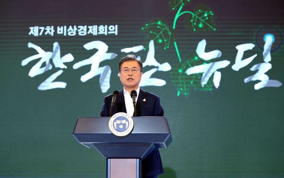 """[한국판 뉴딜] 문대통령 """"10대 대표사업 선정, 2025년까지 약 160조원 투입"""""""