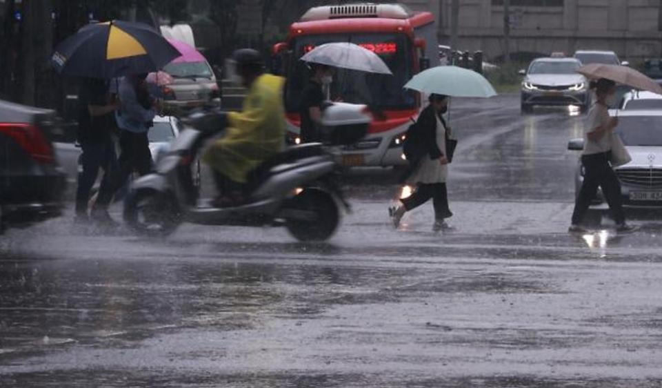 [오늘경제 날씨] 한낮 무더위 계속…내륙엔 곳곳 소나기